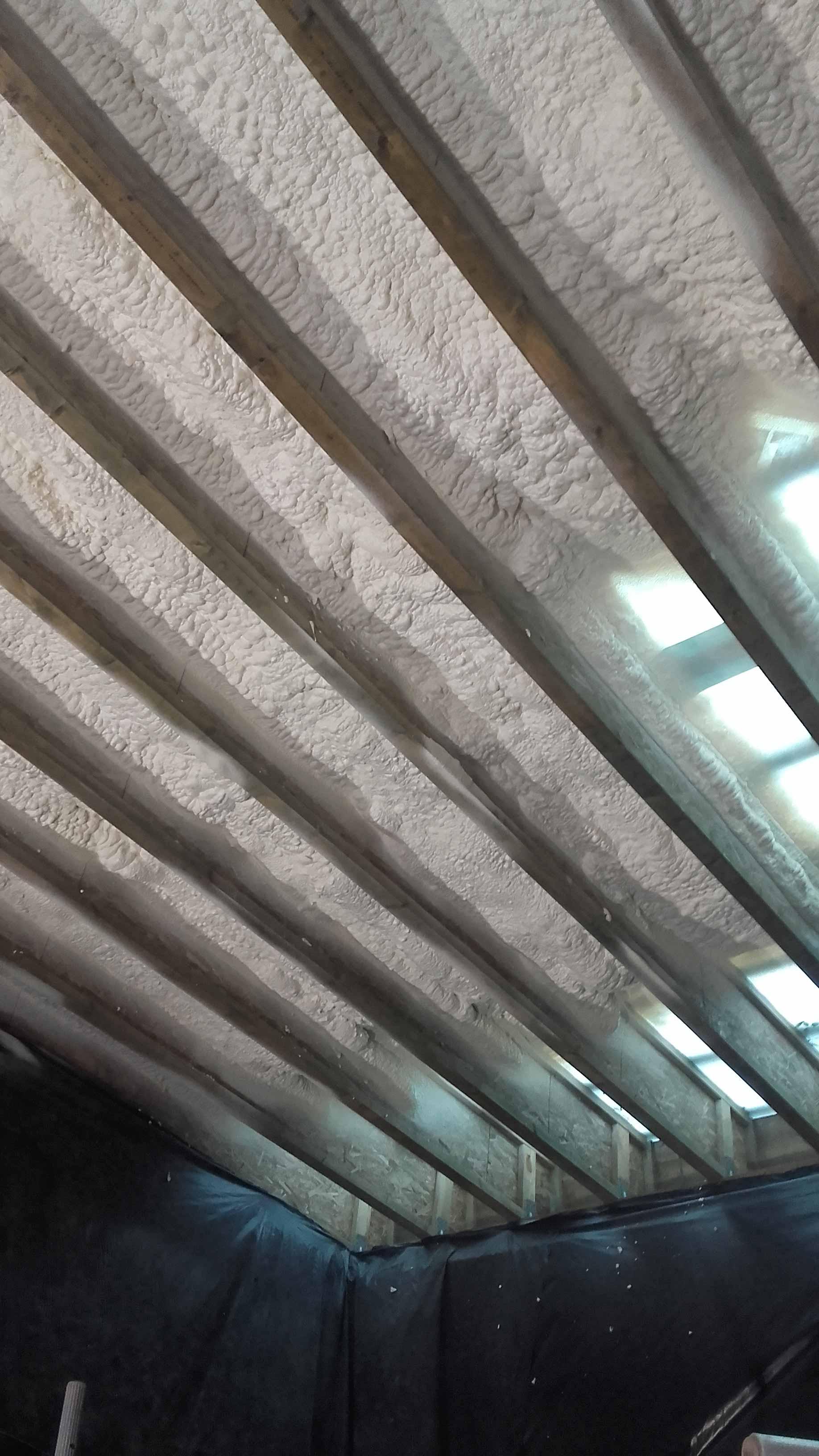 Poliuretanu apšiltintas šlaitinis stogas